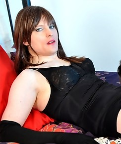 This sexy TGirl gets to feel Nylon Janes legs wrapped around her